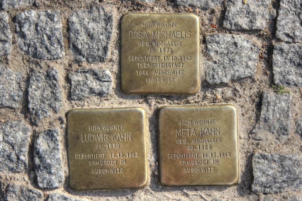 Stolpersteine 133: In memory of Rosa Michaelis, Ludwig Kahn, Meta Kahn (Corner of Linienstrasse & Alte Schönhauser Strasse) in Berlin
