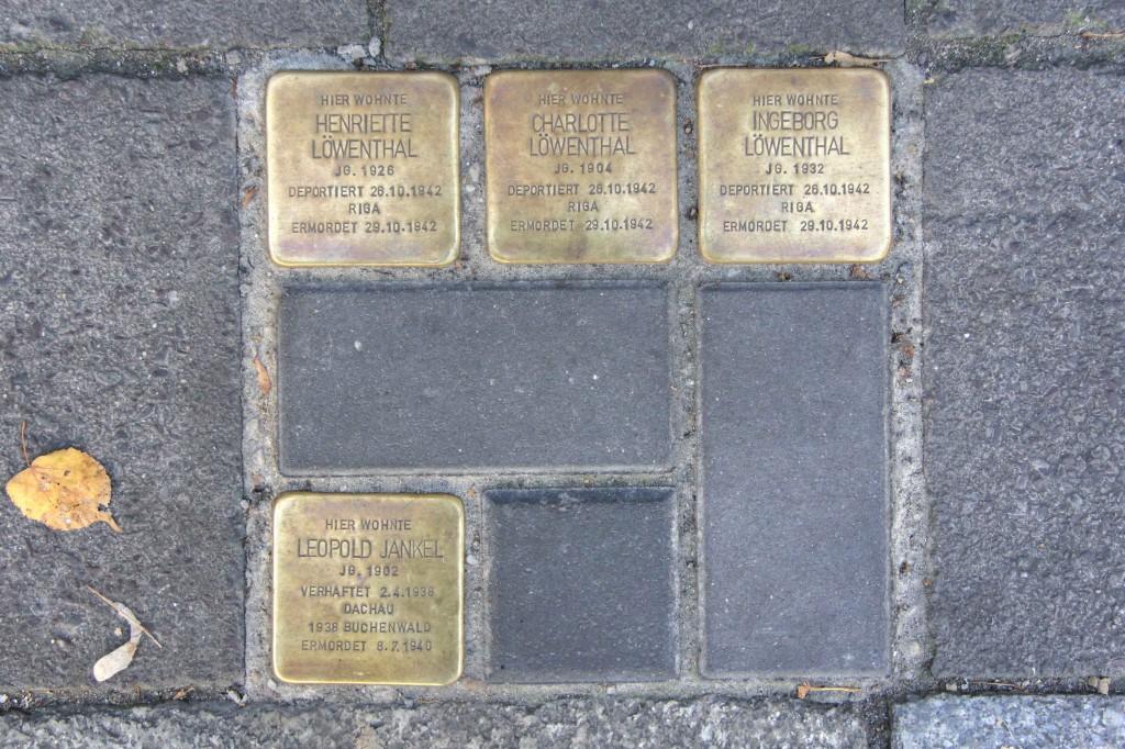 Stolpersteine 135: In memory of Henriette Löwenthal, Charlotte Löwenthal, Ingeborg Löwenthal and Leopold Jankel (Torstrasse 148) in Berlin