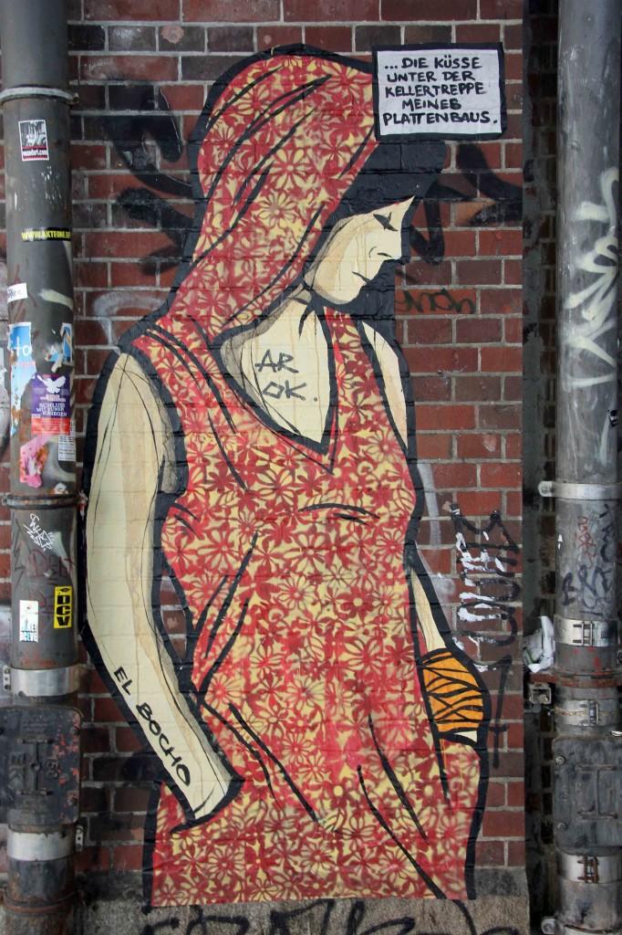 Die Küsse unter der Kellertreppe meines Plattenbaus - Street Art by El Bocho in Berlin