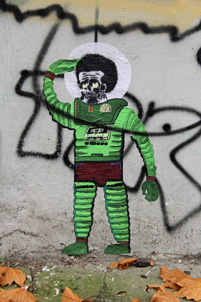 Green Spaceman - Street Art by Unknown Artist in Berlin