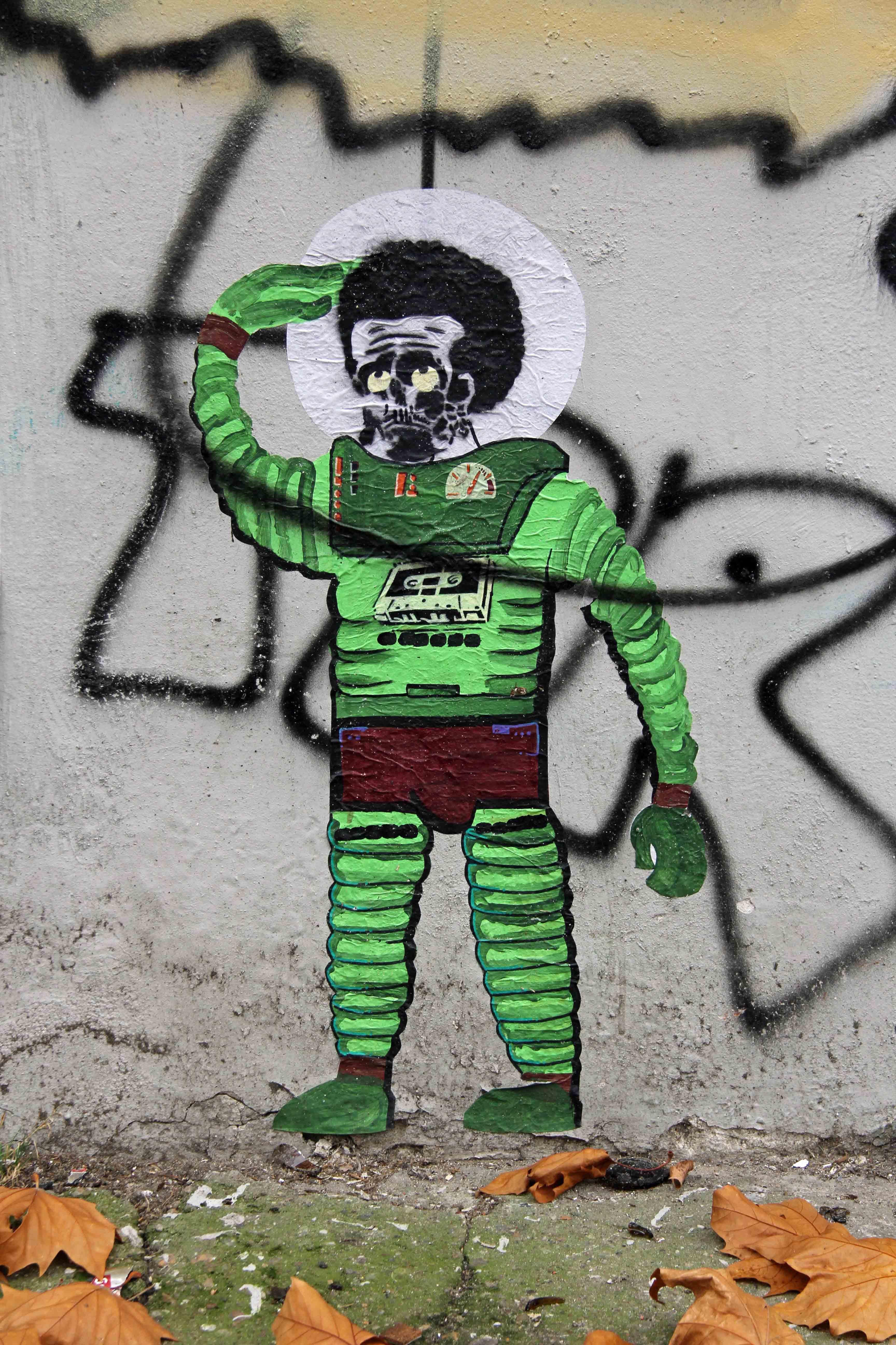 Green Spaceman - Street Art by Unknown Artist in Berlin