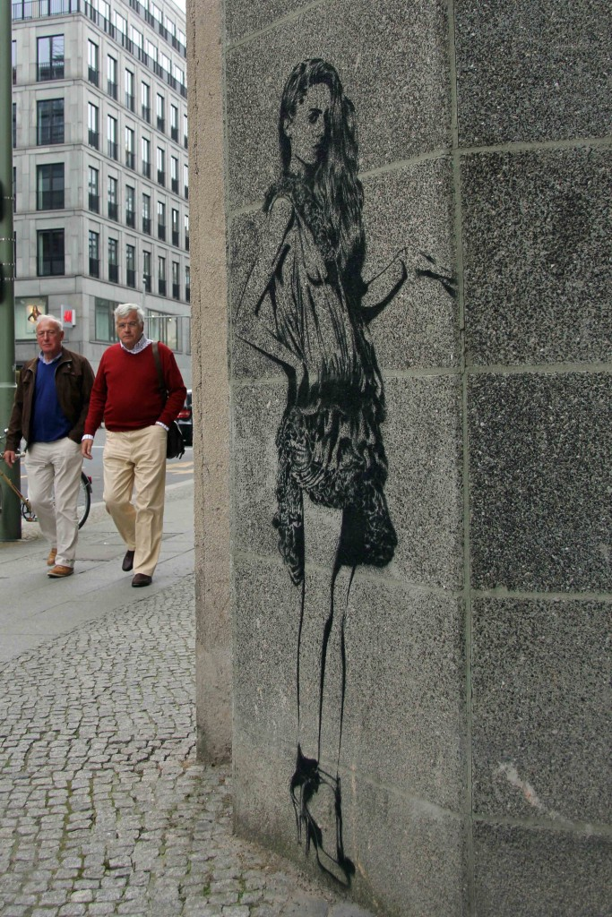 Girl About Town - Street Art by XOOOOX in Berlin