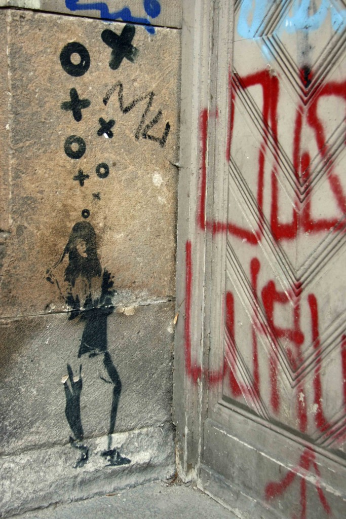 Standing Around - Street Art by XOOOOX in Berlin