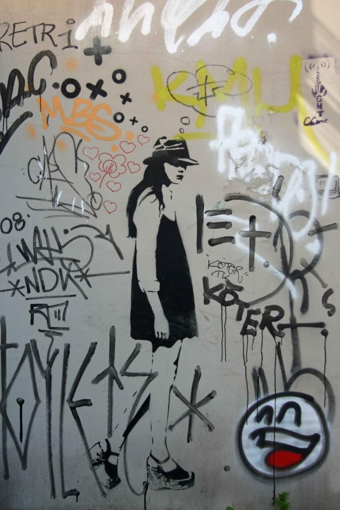 Walking - Street Art by XOOOOX in Berlin