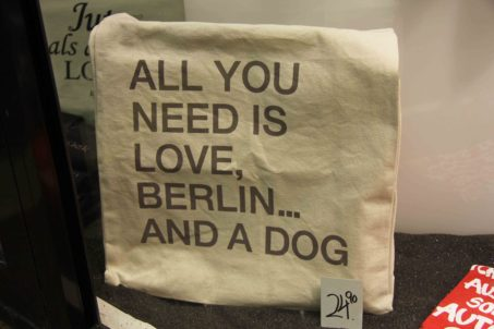 All you need is love, Berlin and a dog - tote bag (Beutel) in shop window at Zoologischer Garten station