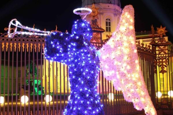 rp_angel-at-weihnachtsmarkt-vor-dem-schloss-charlottenburg-682x1024.jpg