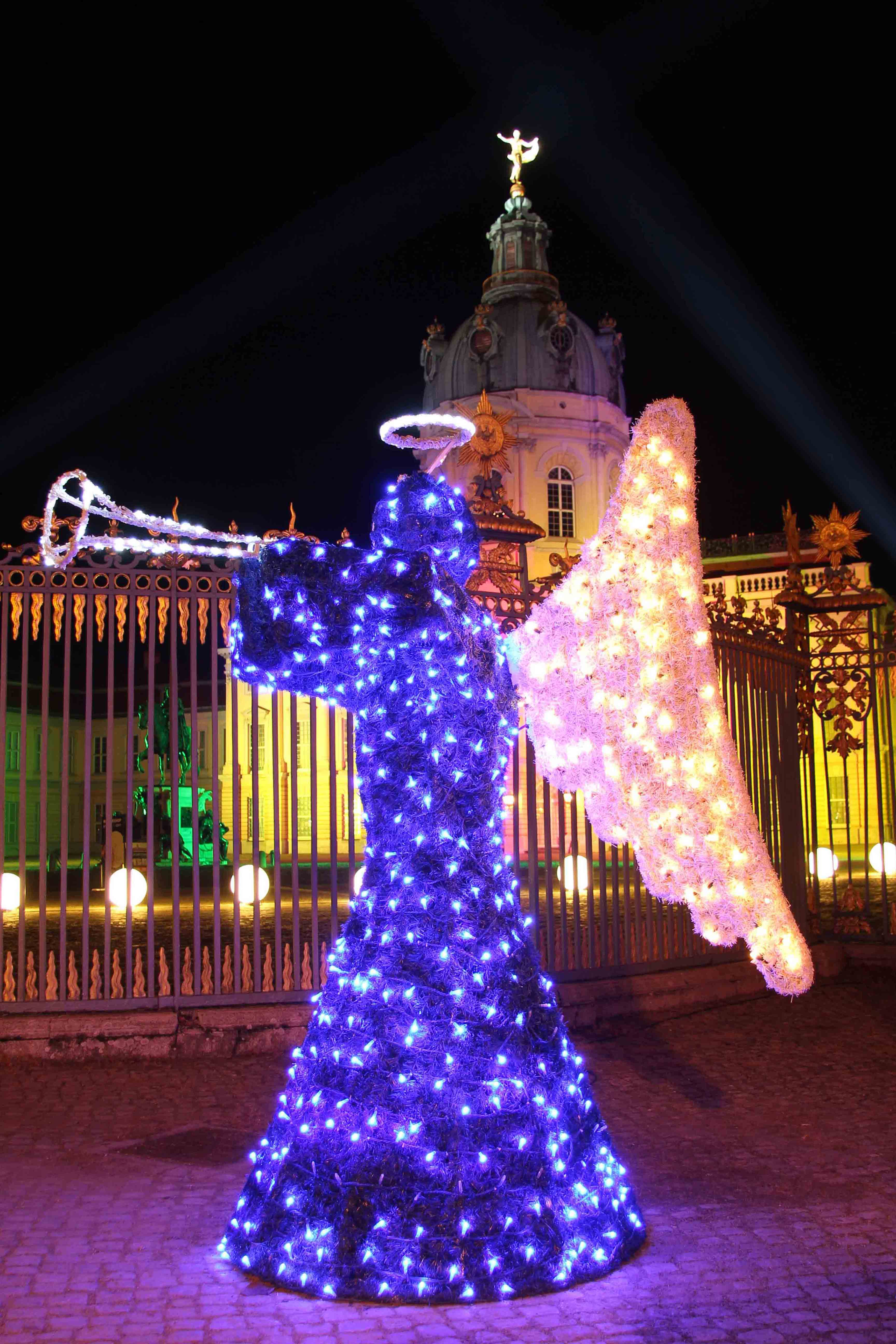 Angel at Weihnachtsmarkt vor dem Schloss Charlottenburg - a Christmas Market in Berlin