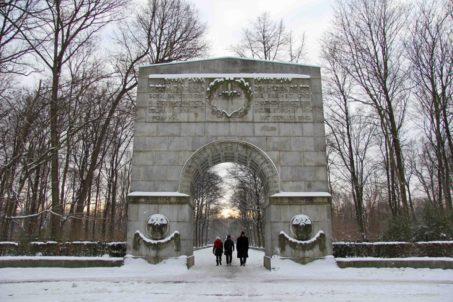 rp_archway-at-entrance-to-soviet-war-memorial-berlin-1024x683.jpg