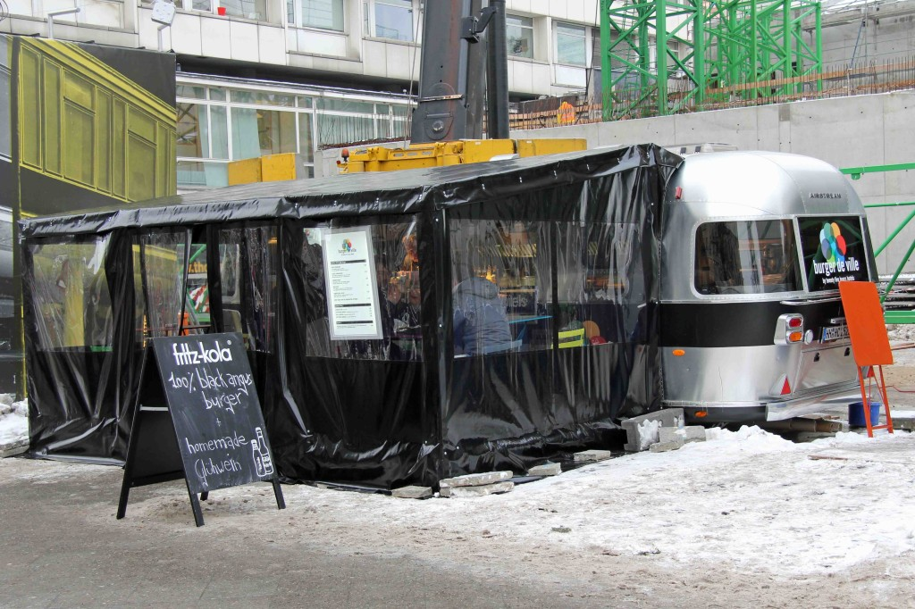 Burger de Ville in Berlin with a tent to keep customers warm in Winter