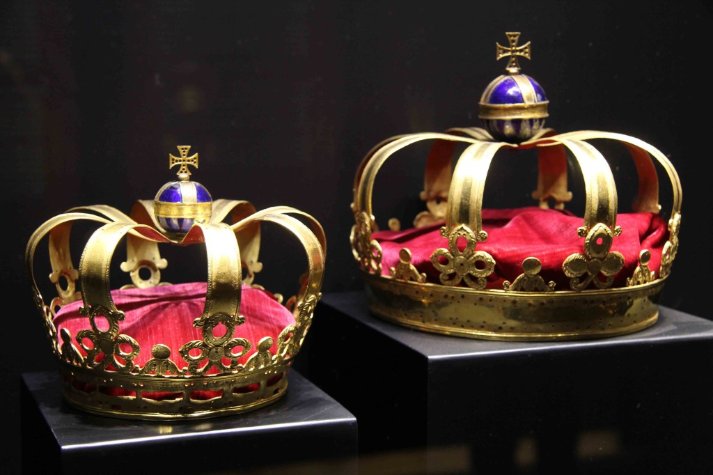 Crowns at Schloss Charlottenburg in Berlin