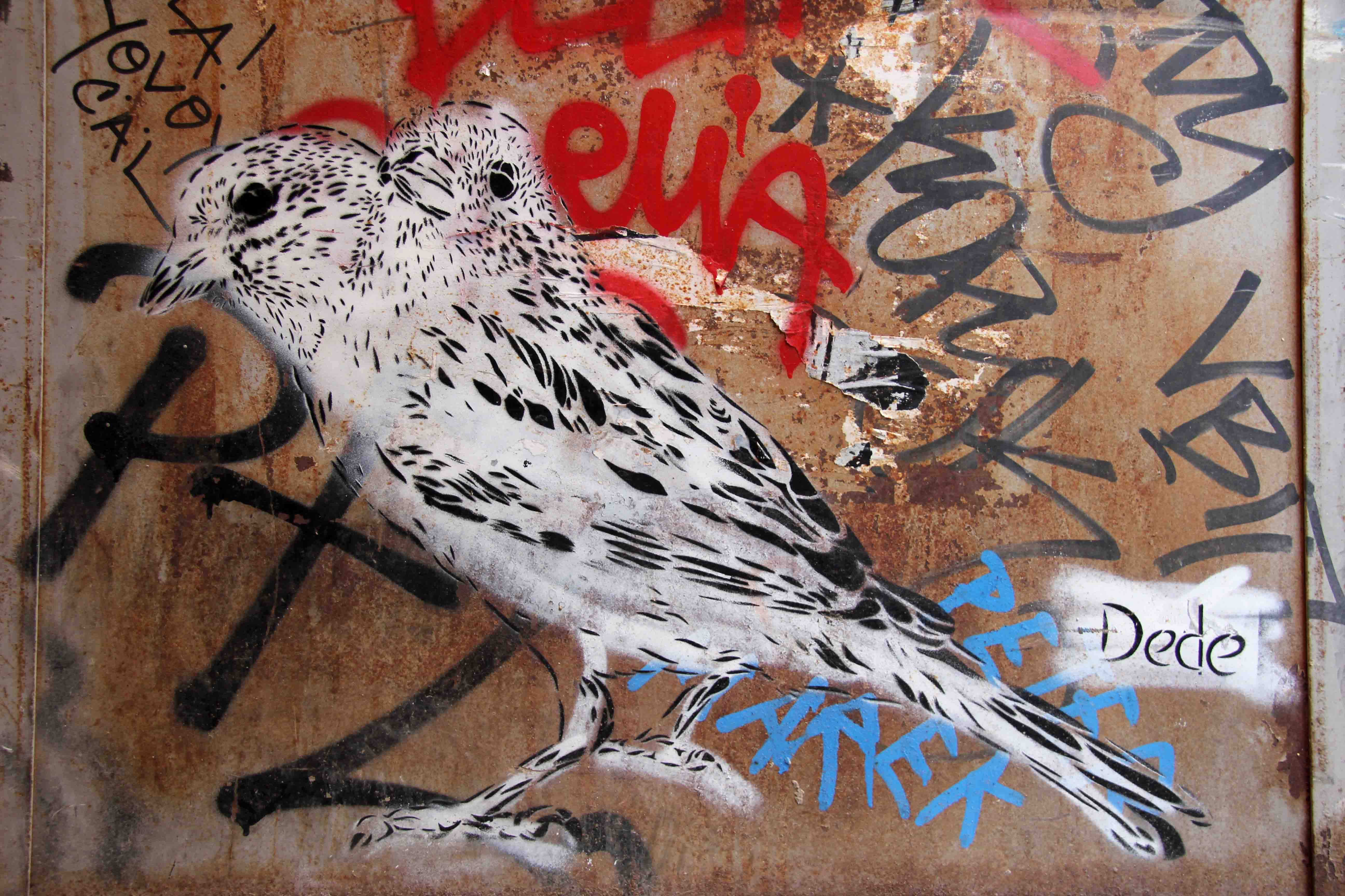 Siamese Birds (Wild Life) - Street Art by Dede in Berlin