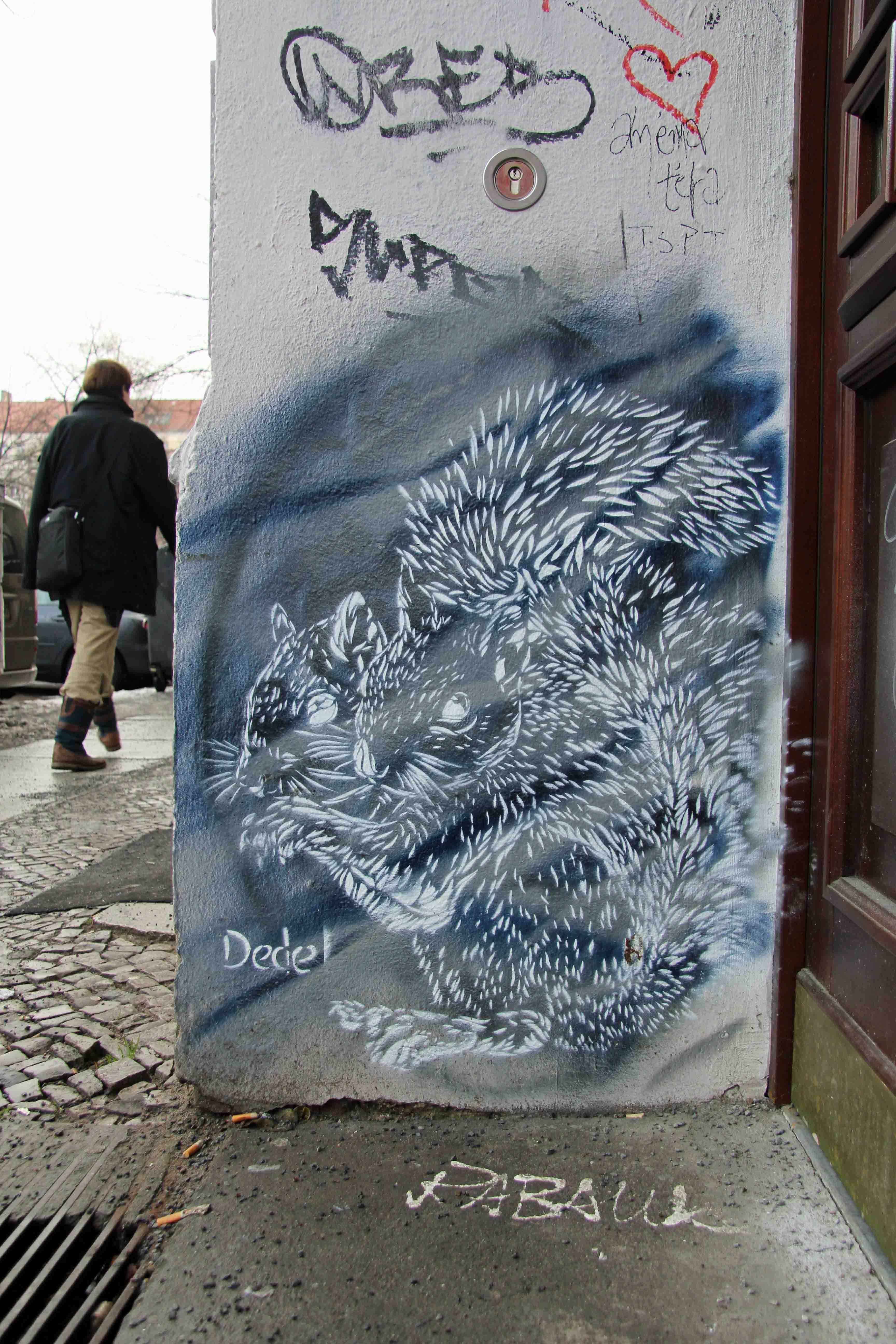 Siamese Squirrel (Blue) - Street Art by Dede in Berlin