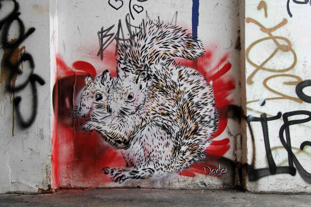 Siamese Squirrels (Wild Life) - Street Art by Dede in Berlin
