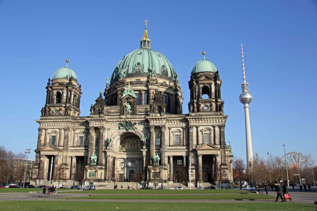 Der Berliner Dom (Berlin Cathedral) seen from the Lustgarten