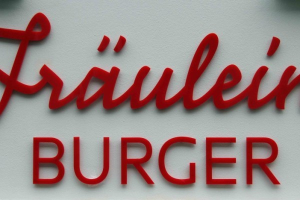 rp_fraeulein-burger-berlin-sign-1024x468.jpg