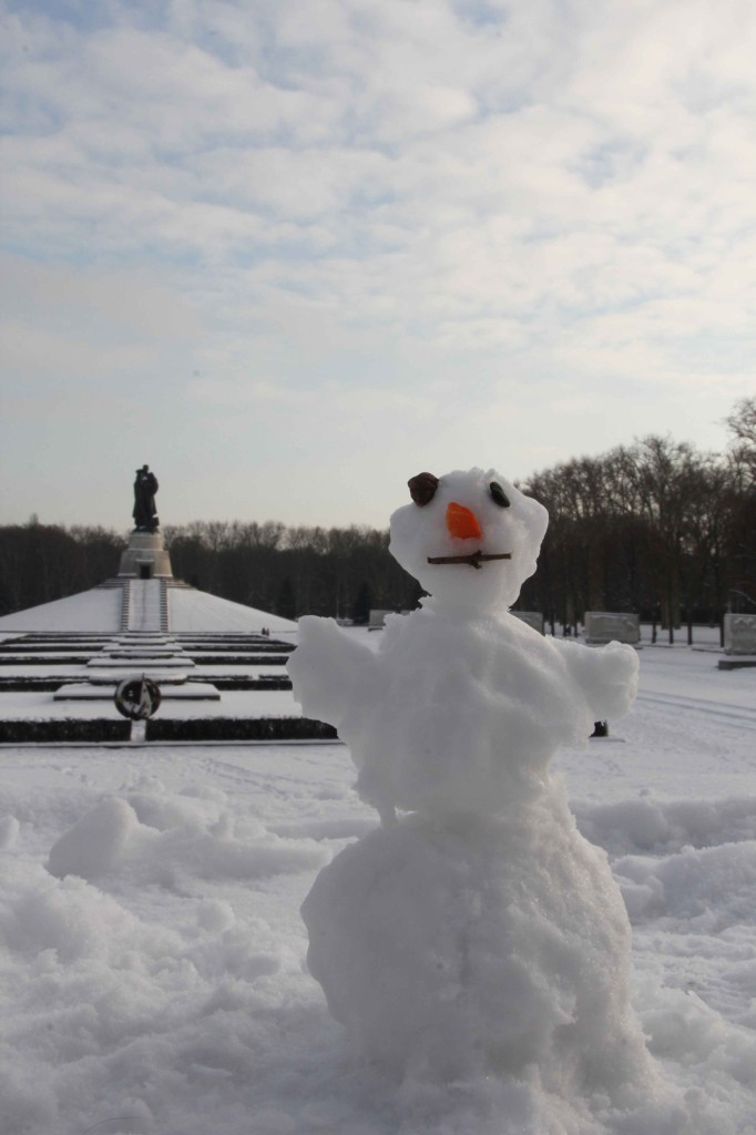 A snowman at the Soviet War Memorial in Treptower Park in Berlin