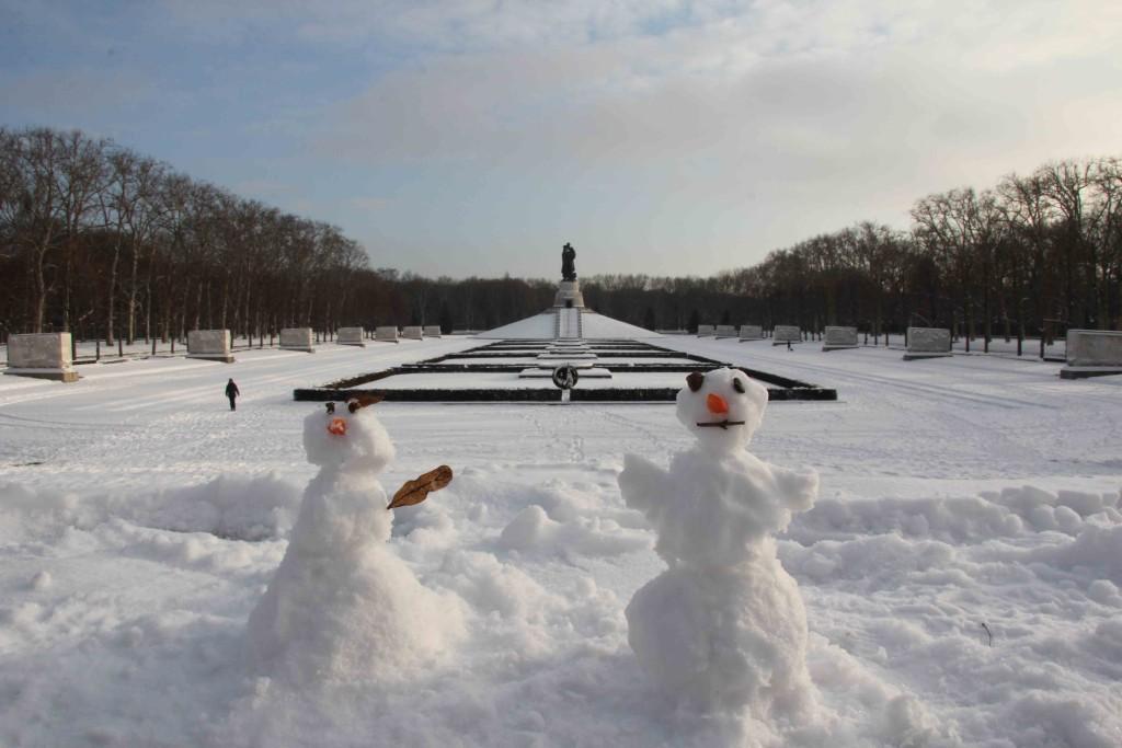 Snowmen at the Soviet War Memorial in Treptower Park in Berlin