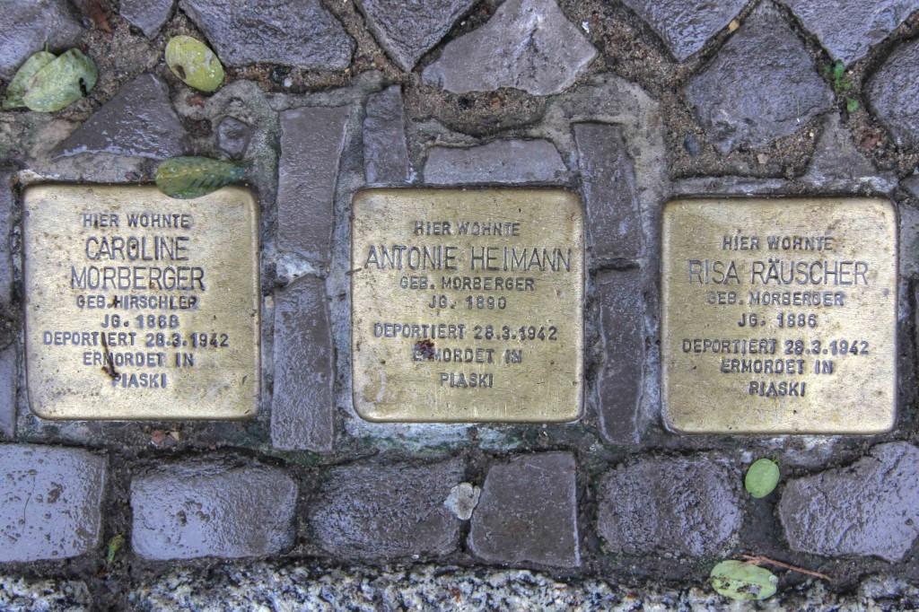 Stolpersteine Berlin 154: In memory of Caroline Morberger, Antonie Heimann and Risa Räuscher (Niebuhrstrasse 77)