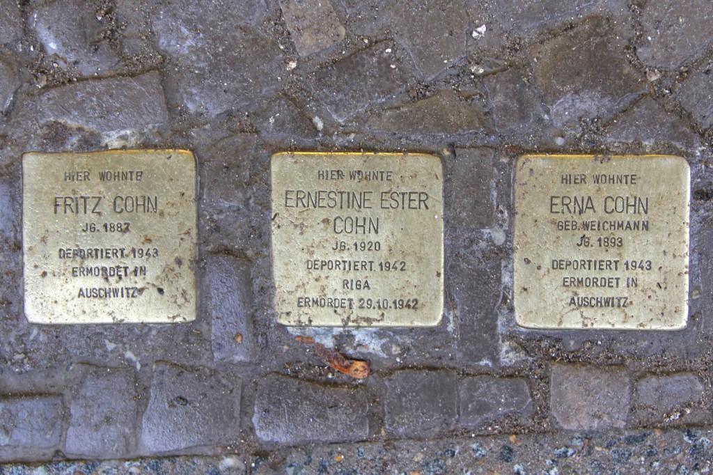 Stolpersteine Berlin 155: In memory of Fritz Cohn, Ernestine Ester Cohn and Erna Cohn (Niebuhrstrasse 72)