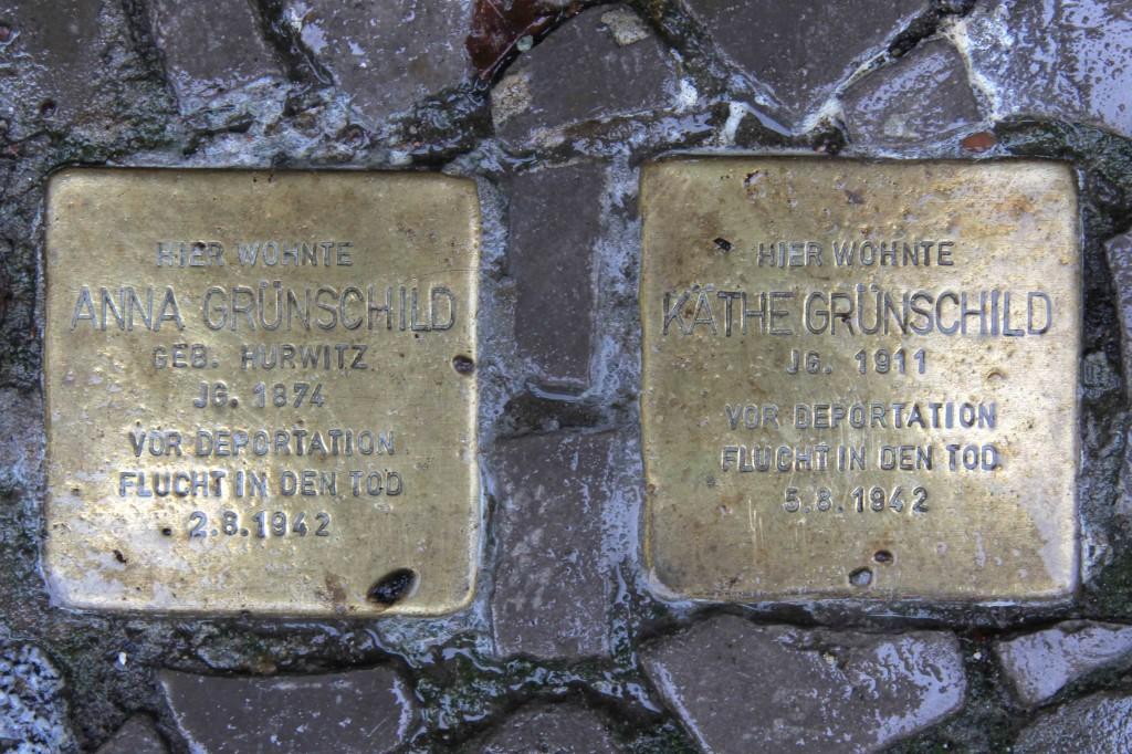 Stolpersteine Berlin 156: In memory of Anna Grünschild and Käthe Grünschild (Niebuhrstrasse 71)