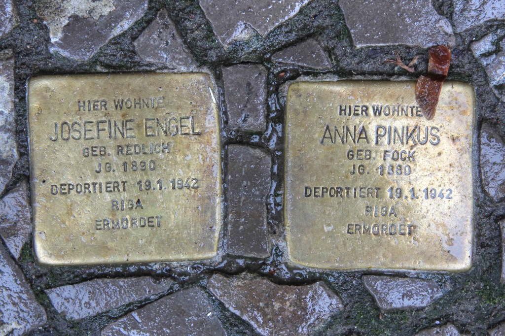 Stolpersteine Berlin 156: In memory of Josefine Engel and Anna Pinkus (Niebuhrstrasse 71)