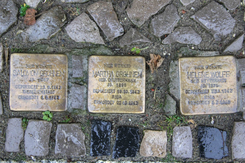 Stolpersteine Berlin 159: In memory of Salomon Grohnem, Martha Grohnem and Helene Wolff (Niebuhrstrasse 66)