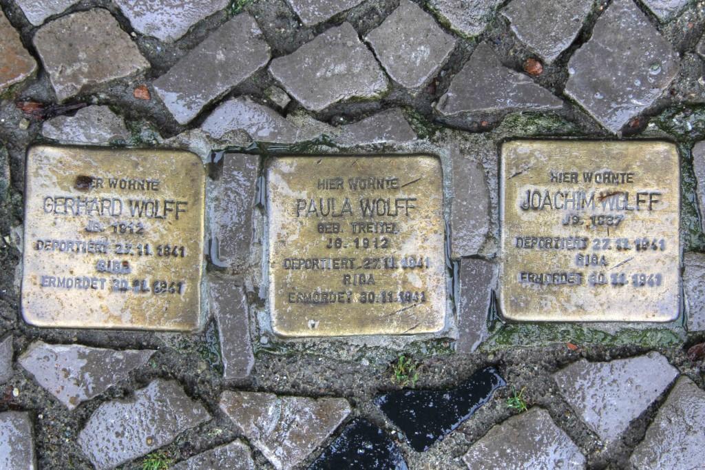 Stolpersteine Berlin 159: In memory of Gerhard Wolff, Paula Wolff and Joachim Wolff (Niebuhrstrasse 66)