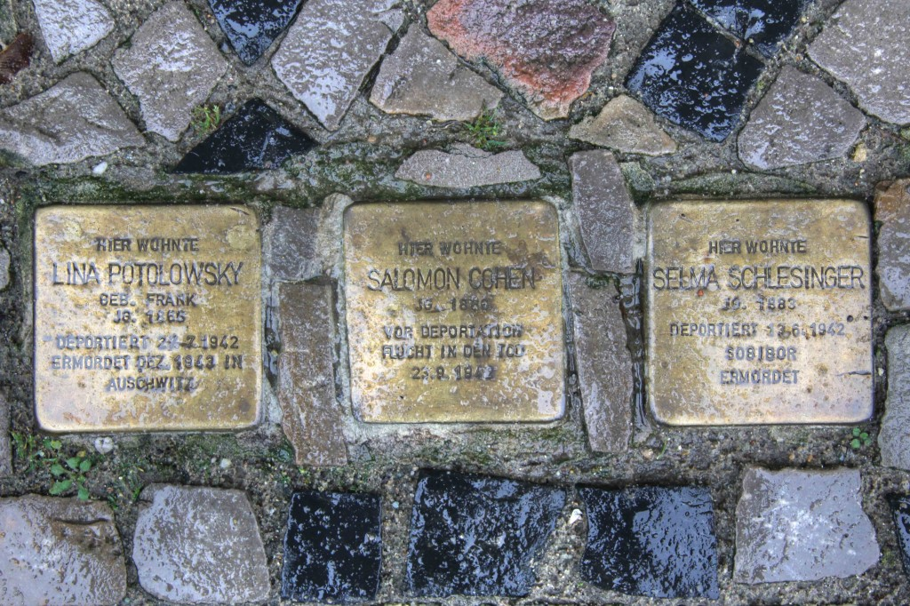 Stolpersteine Berlin 159: In memory of Lina Potolowsky, Salomon Cohen and Selma Schlesinger (Niebuhrstrasse 66)