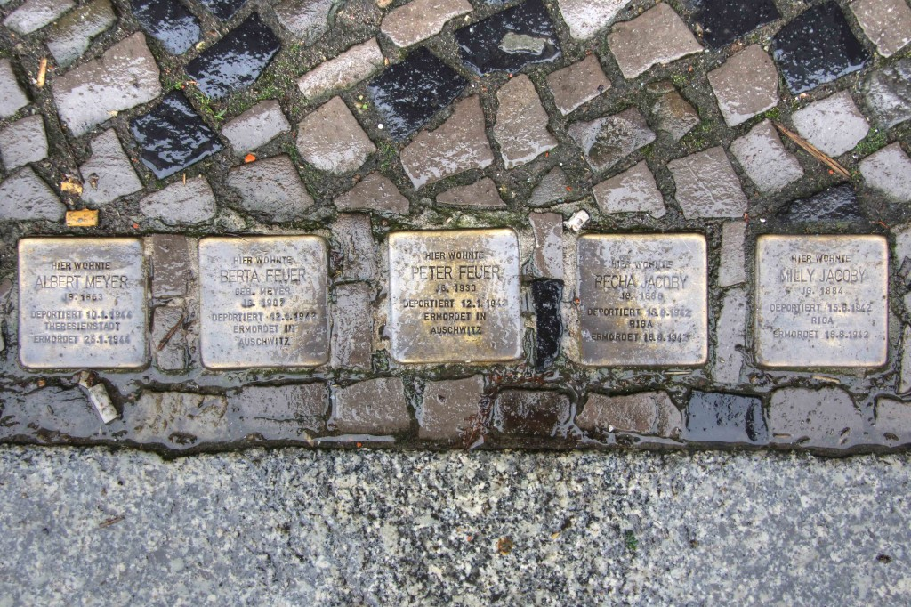 Stolpersteine Berlin 159: In memory of Albert Meyer, Berta Feuer, Peter Feuer, Recha Jacoby and Milly Jacoby (Niebuhrstrasse 63)