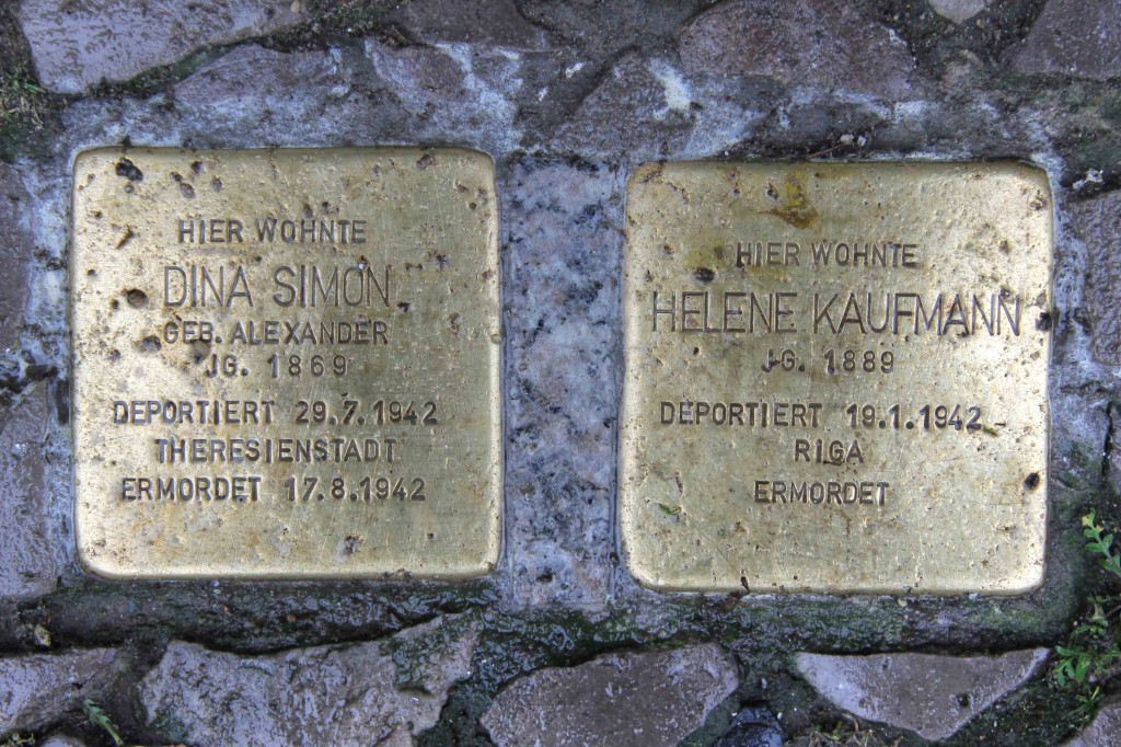 Stolpersteine Berlin 163: In memory of Dina Simon and Helene Kaufmann (Niebuhrstrasse 58)