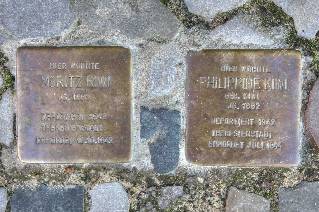 Stolpersteine Berlin 165: In memory of Moritz Kiwi and Philippine Kiwi (Holtzendorffstrasse 20)