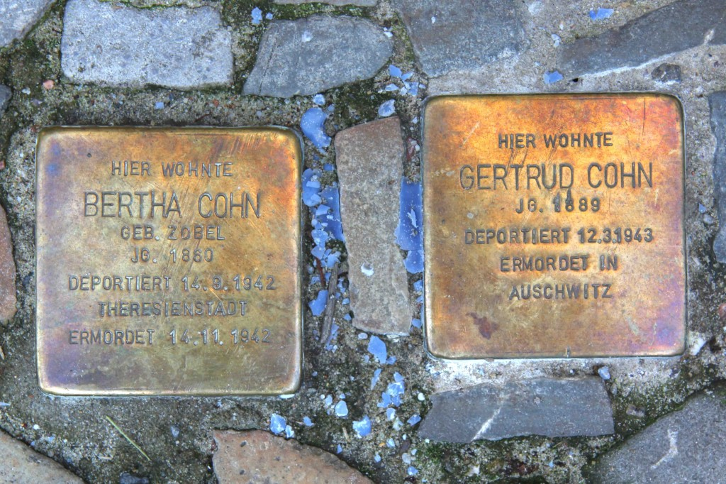 Stolpersteine Berlin 169 (2): In memory of Bertha Cohn and Gertrud Cohn (Leonhardtstrasse 5)