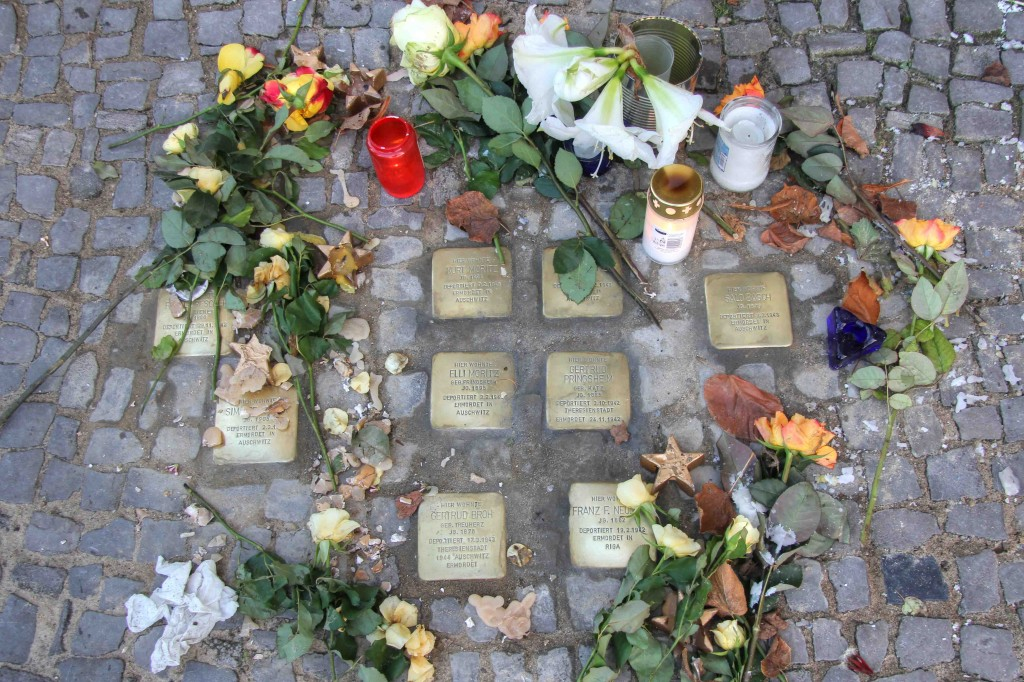 Stolpersteine Berlin 174 (1): In memory of: Rysel Drescher, Sima Drescher, Kurt Moritz, Erna Moritz, Elli Moritz, Gertrud Pringsheim, Gertrud Broh and Frank F Neumark and Salo Basch (Gervinusstrasse)