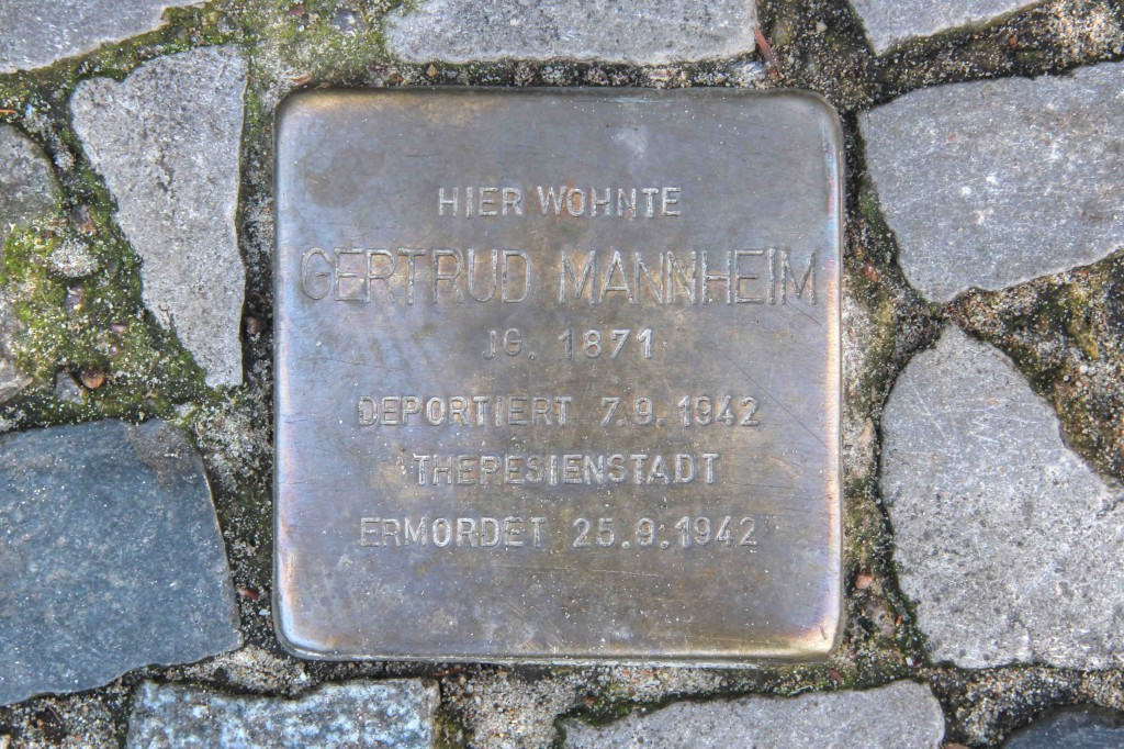 Stolpersteine Berlin 175: In memory of Gertrud Mannheim (Gervinusstrasse 12)