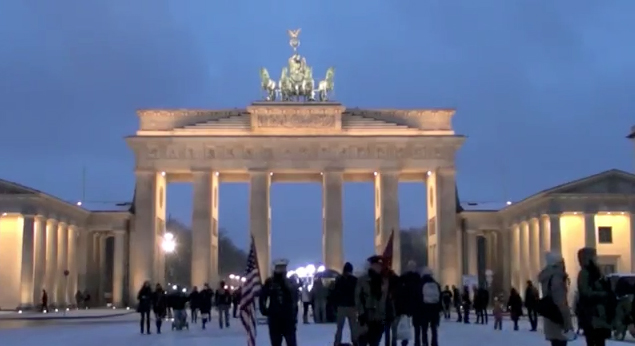 Berlin am Abend - Berlin in the Evening (screenshot from the video on Gilly's Playground)