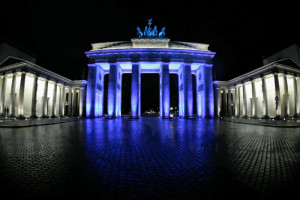 Video Week – Berlin on Vimeo: Day 3 – Festival of Lights 2010 by Matthias Makarinus
