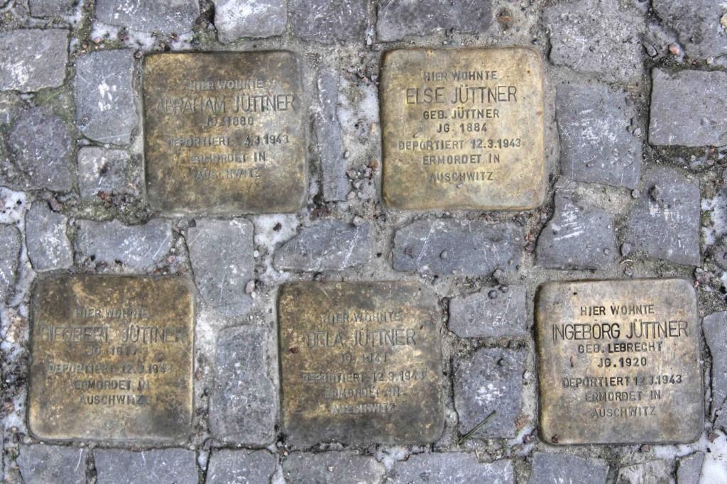 Stolpersteine Berlin 184 (4): In memory of Abraham Jüttner, Else Jüttner, Sieobert Jüttner, Bela and Ingeborg Jüttner (Mommsenstrasse 45)