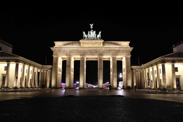 rp_brandenburger-tor-brandenburg-gate-at-night.jpg