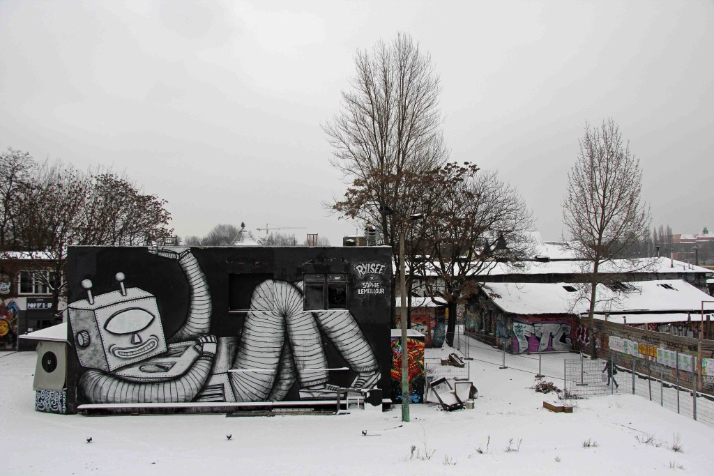 Robot - Street Art by Rylsee x Sophie LeMeillour in Berlin