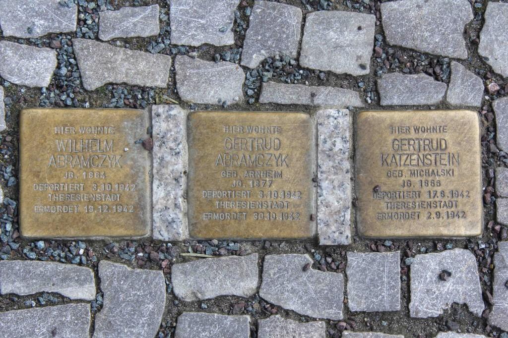 Stolpersteine Berlin 189 (6): In memory of Wilhelm Abramczyk, Gertrud Abramczyck and Gertrud Katzenstein (Schlüterstrasse 54)