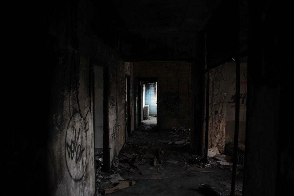 Dark Corridor and Bathroom - Abandoned Iraqi Embassy Berlin - Die Verlassene Irakische Botschaft
