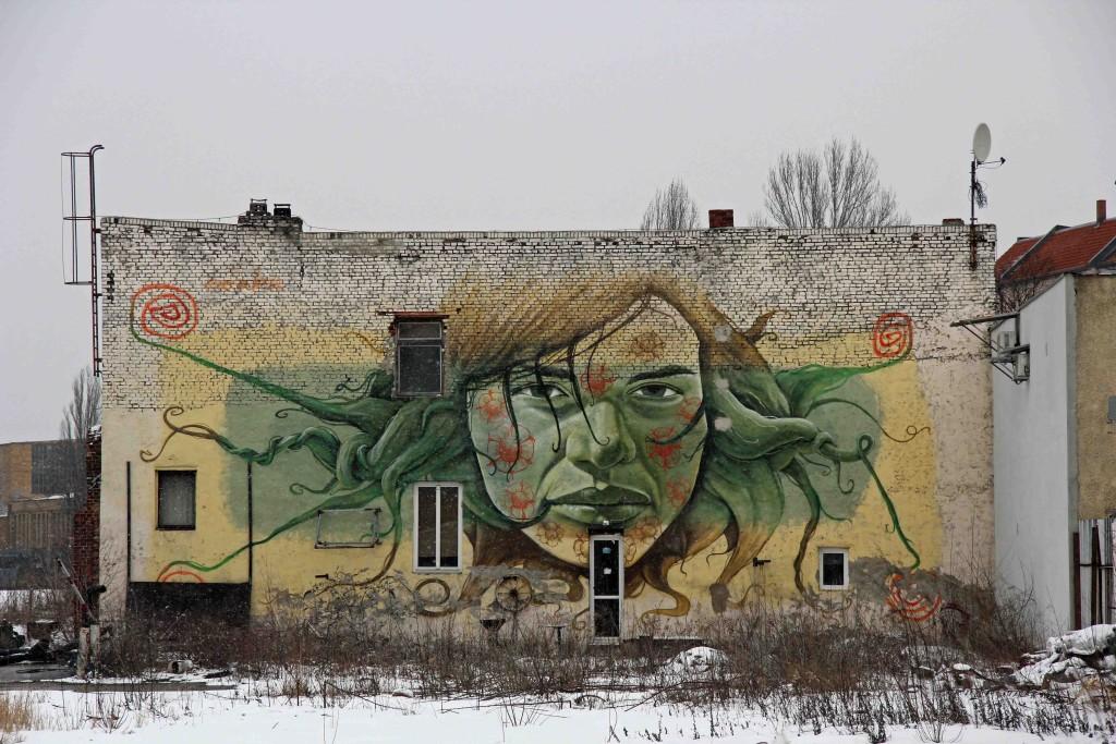 Green Goddess - Street Art by Lake in Berlin Schöneweide