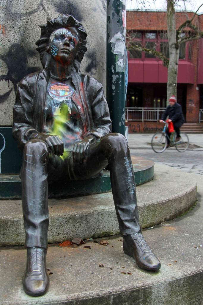 Snapshot: Punk Statue in Kreuzberg - part of a work by Ludmila Seefried-Matejková (1985) - celebrates the Berlin district's alternative roots