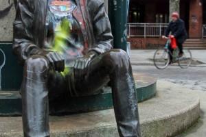 Snapshot: Punk Statue in Kreuzberg