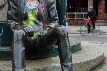 rp_punk-statue-in-kreuzberg-683x1024.jpg
