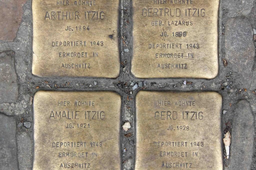 Stolpersteine Berlin 203b: In memory of Arthur Itzig, Gertrud Itzig and Amalie Itzig, Gerd Itzig (Reichenberger Strasse 181)
