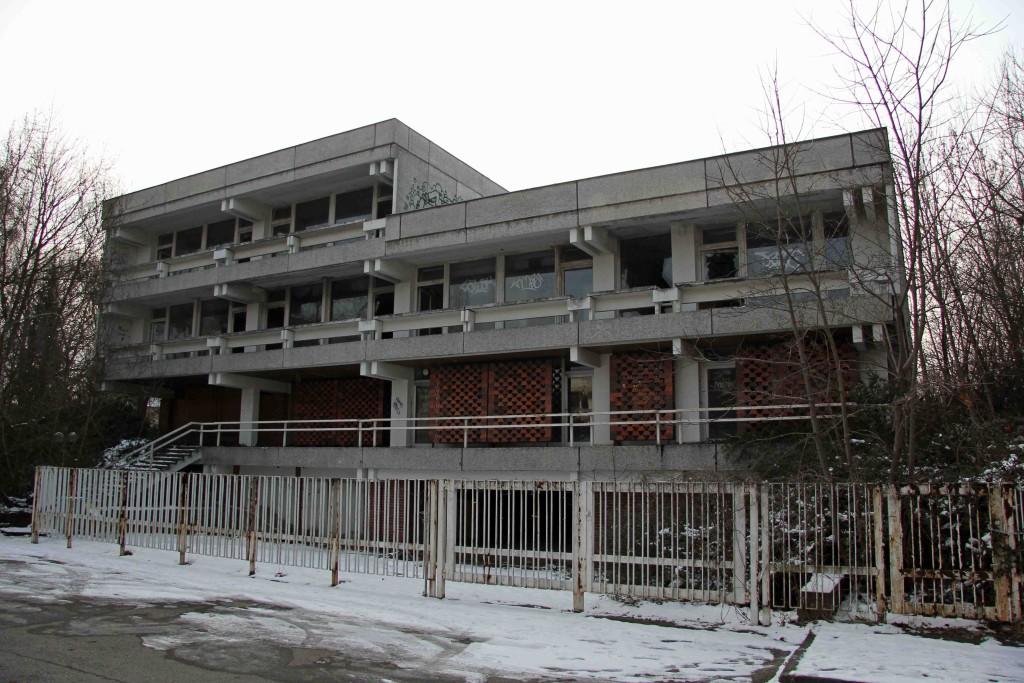The Abandoned Iraqi Embassy in Berlin - Die Verlassene Irakische Botschaft