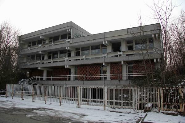 rp_the-abandoned-iraqi-embassy-in-berlin.jpg