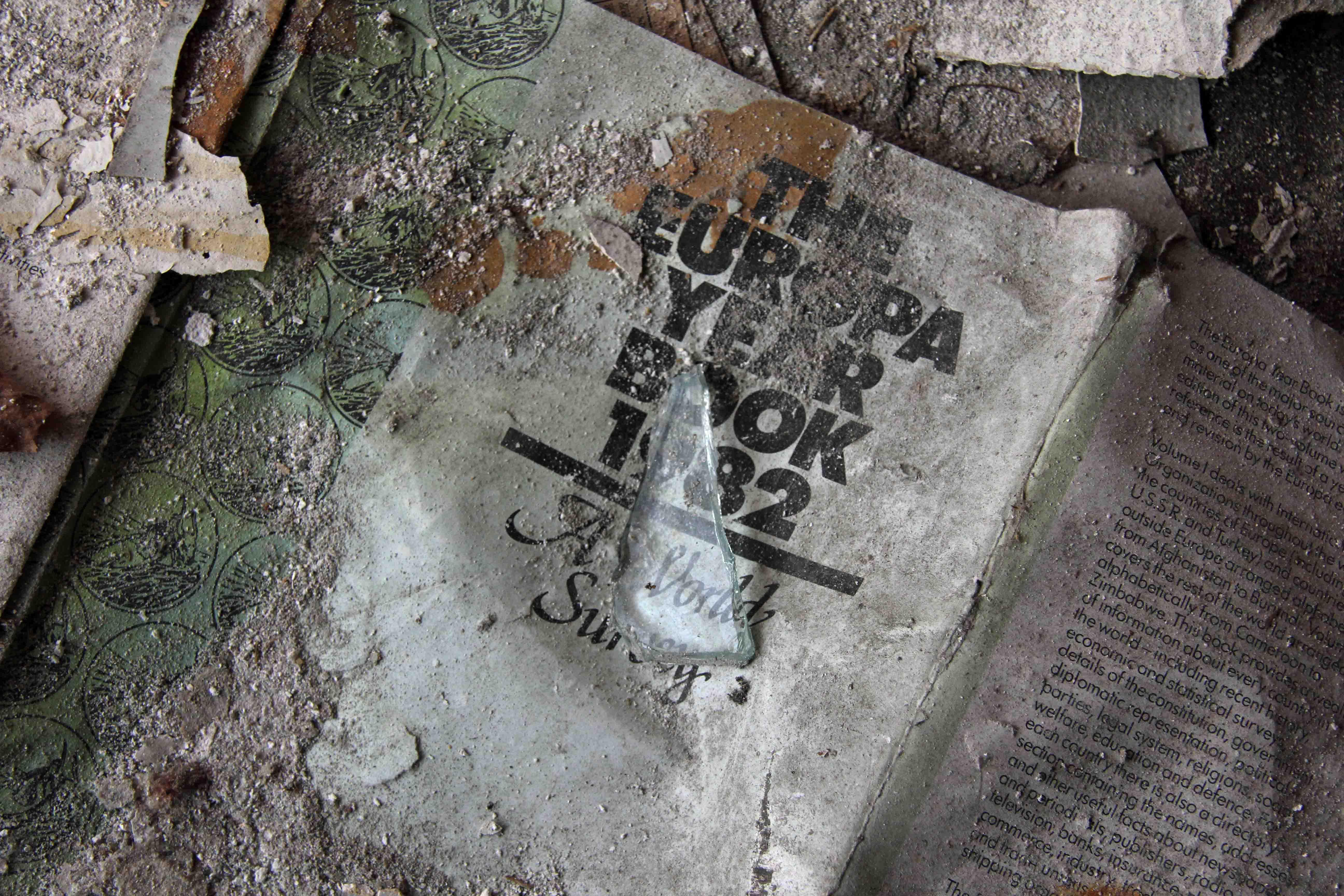 The Europa Year Book 1982 - Abandoned Iraqi Embassy Berlin - Die Verlassene Irakische Botschaft