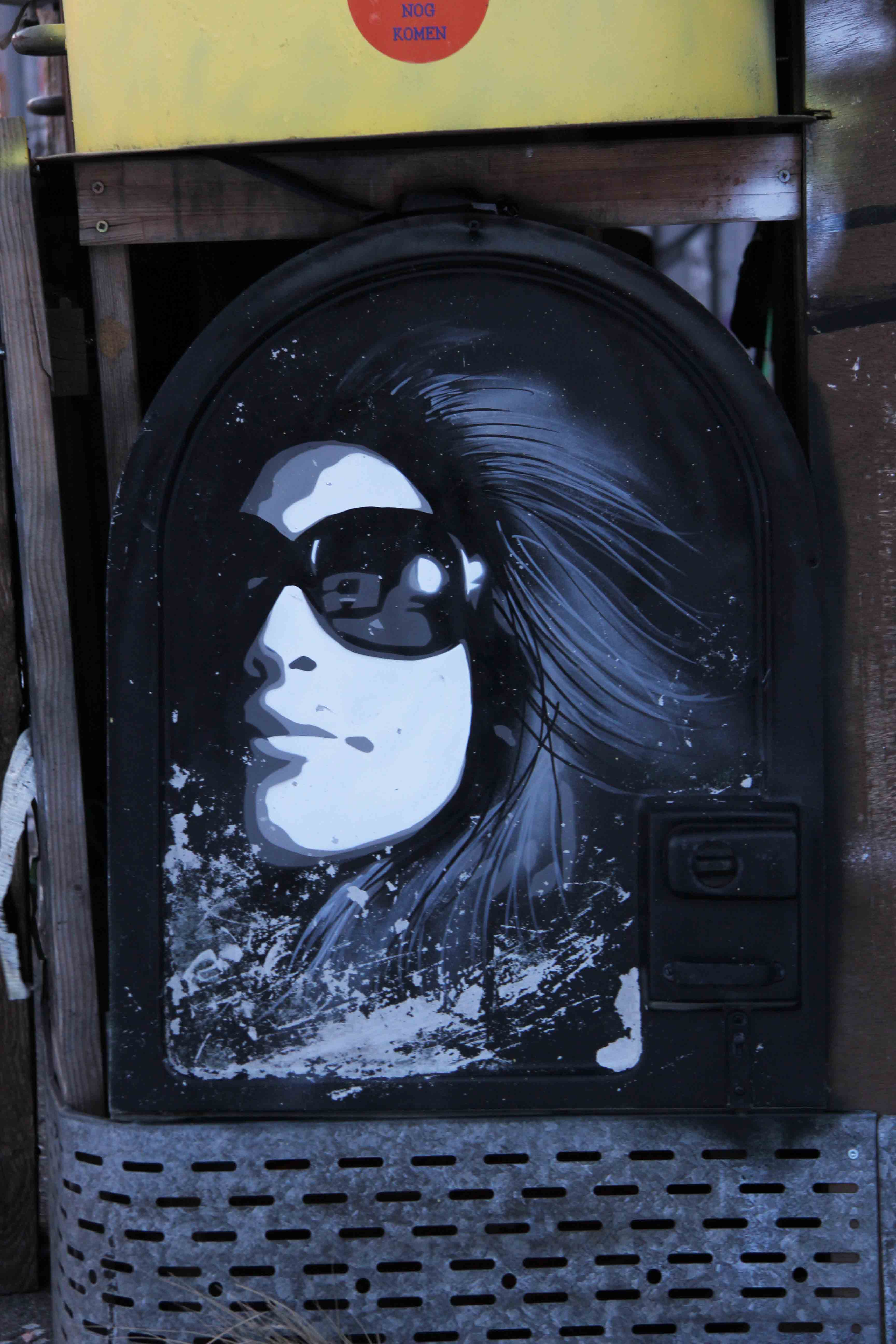 Woman in Sunglasses - Street Art by KEN (aka Plotterroboter or Plotbot) at the former NSA Listening Station at Teufelsberg Berlin